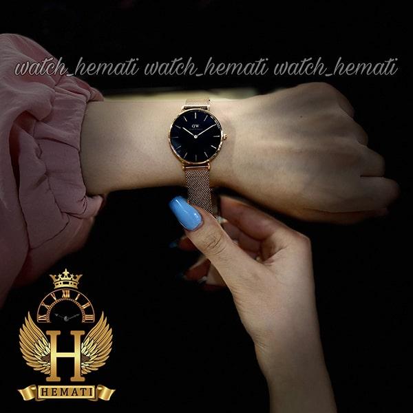 عکس دست ساعت زنانه دنیل ولینگتون قطر 32 میلیمتر Daniel Wellington DWL14 رزگلد با بند حصیری و صفحه مشکی