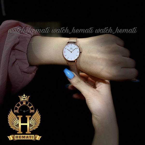 عکس دست ساعت زنانه دنیل ولینگتون قطر 32 میلیمتر Daniel Wellington DWL11 رزگلد با بند حصیری و صفحه سفید